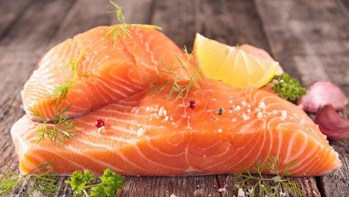Lachs und Thunfisch stärken das Nervensystem.