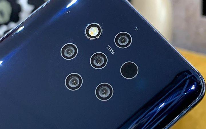 """Erstmals stellte Nokia mit dem """"Nokia 9 PureView"""" nun ein Gerät mit Penta-Kamera vor."""