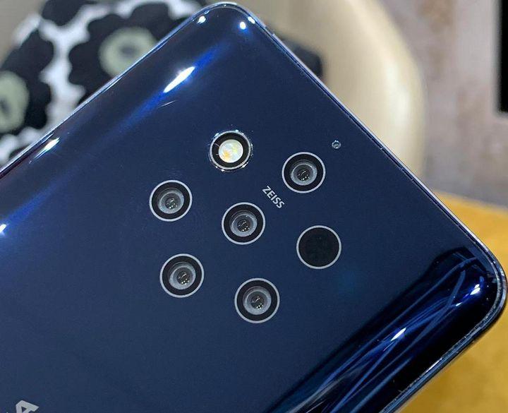 """Gleich fünf 12-Megapixel-Linsen von Zeiss wurden auf der Rückseite des """"Nokia 9 PureView"""" verbaut."""