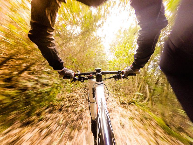 Downhill mit Moutainbike und Action-Cam