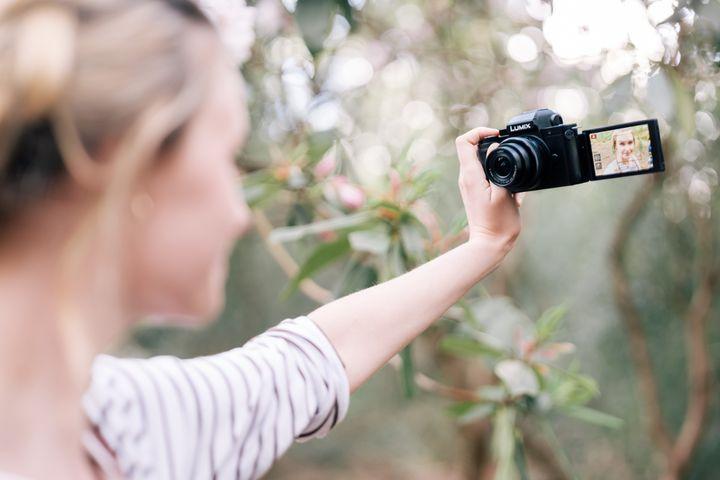 Bridgekameras vereinen die Vorteile von Kompakt- und Spiegelreflexkamera in sich.