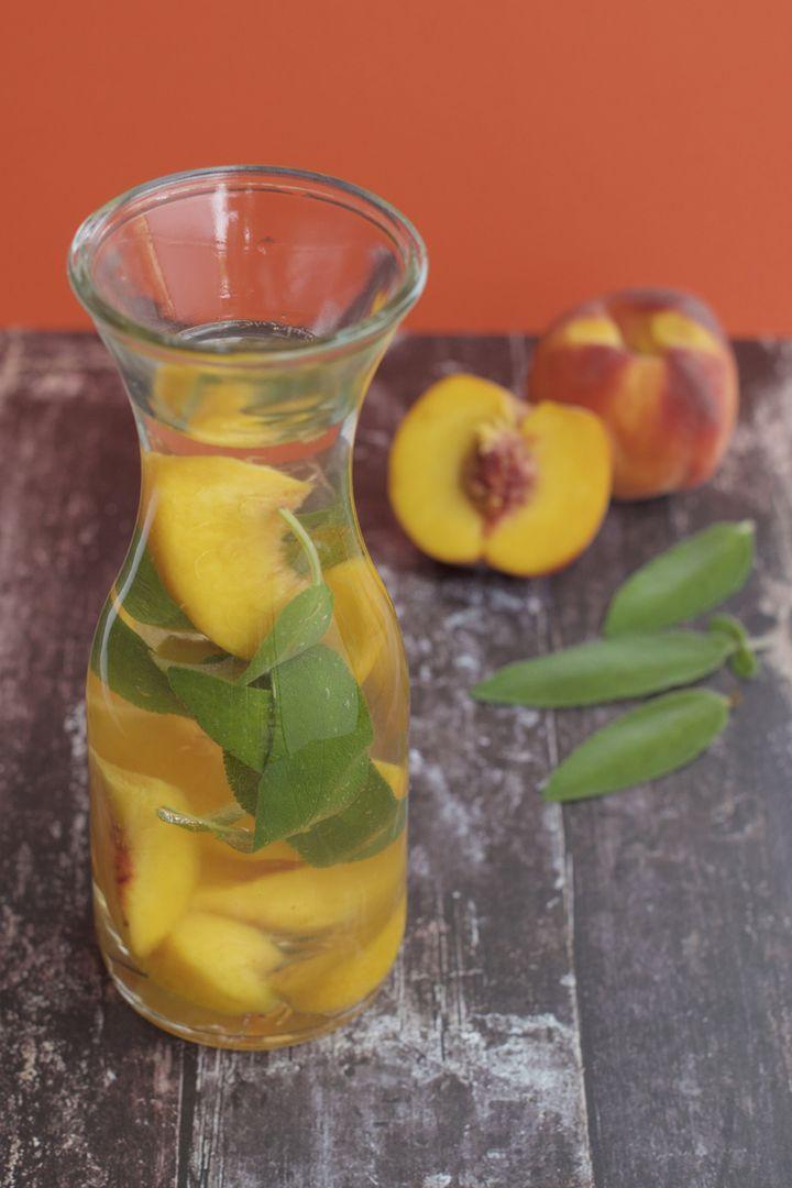 Pfirsich-Salbei-Wasser.