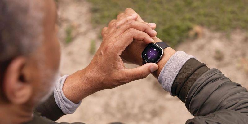 """Die Fitbit """"Sense""""."""