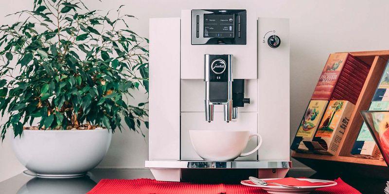 """Der Jura """"E6"""" Kaffeevollautomat."""