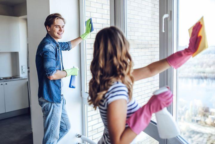 Fenster putzen verbrennt Kalorien.