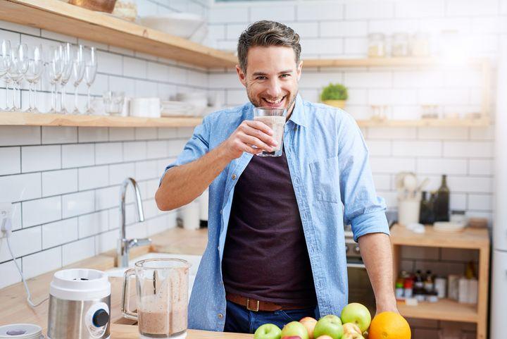Bei Nahrungsmittelintoleranzen sind Pflanzendrinks eine willkommene Alternative zu Kuhmilch.