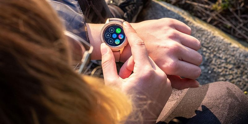 "Die intuitive Bedienung der Samsung ""Galaxy Watch""."