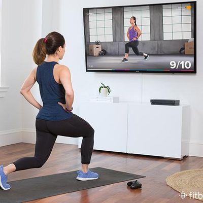 """Mit """"Fitbit Coach"""" trainieren Sie mit der Konsole."""