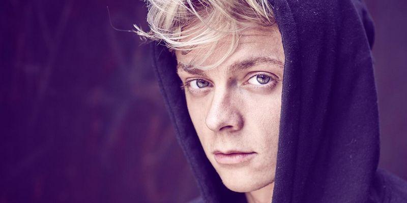 """Jonas Monar gibt mit dem Album """"Alle guten Dinge"""" sein Debüt."""