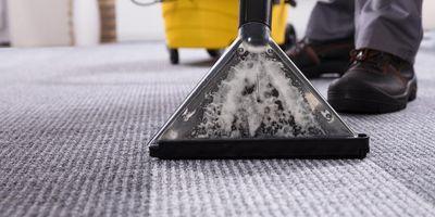 Teppiche und Teppichböden beim Frühjahrsputz gründlich reinigen.