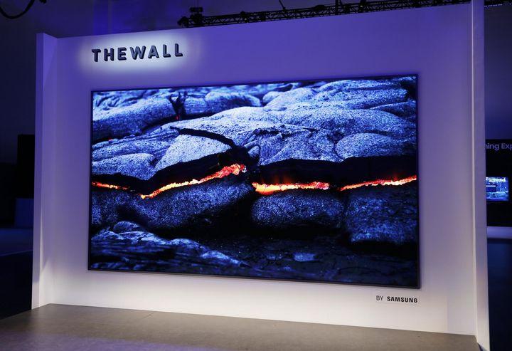 """Der 146 Zoll große MikroLED-TV """"The Frame"""" aus Sicht von Samsung das Highlight der CES."""