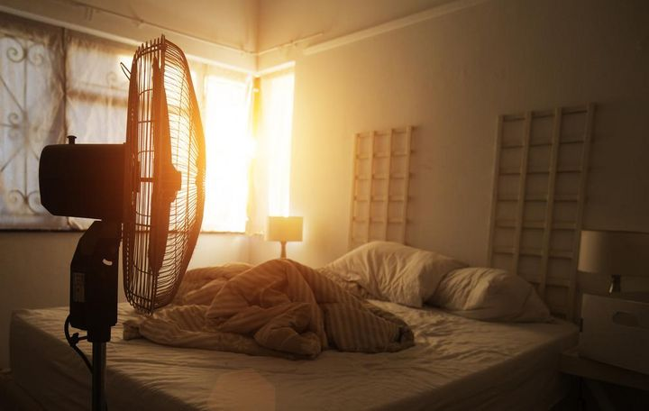 Mobile Klimageräte und Ventilatoren sollten während des Schlafens ausgeschaltet sein.