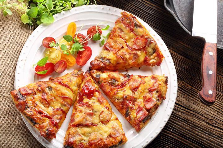 Pizza aufwärmen.