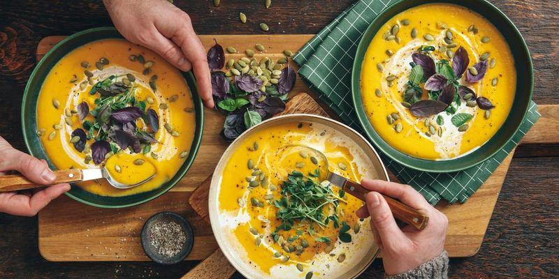 Frische Sprossen geben heißen Winter-Suppen einen zusätzlichen Vitamin-Kick.