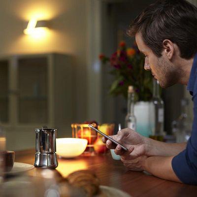 Philips Hue: Mittels App verschiedene Beleuchtungsszenarien festlegen.