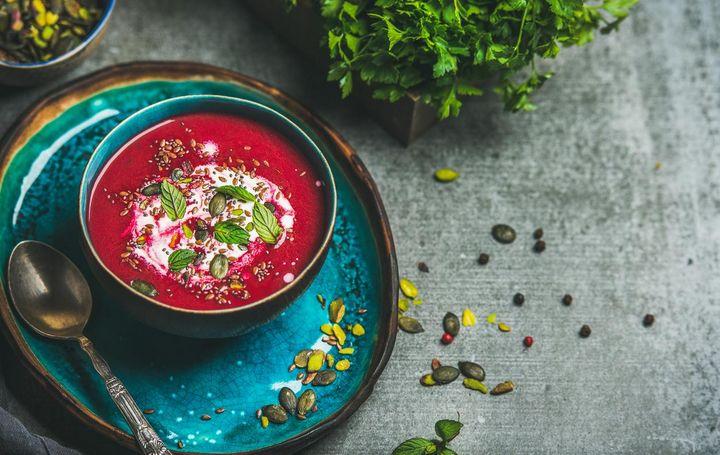 Rote Rüben sind das ideale Wintergemüse für cremige Suppen.