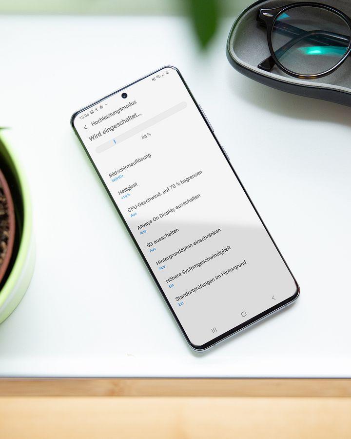 Die Akku-Optionen des Smartphones.