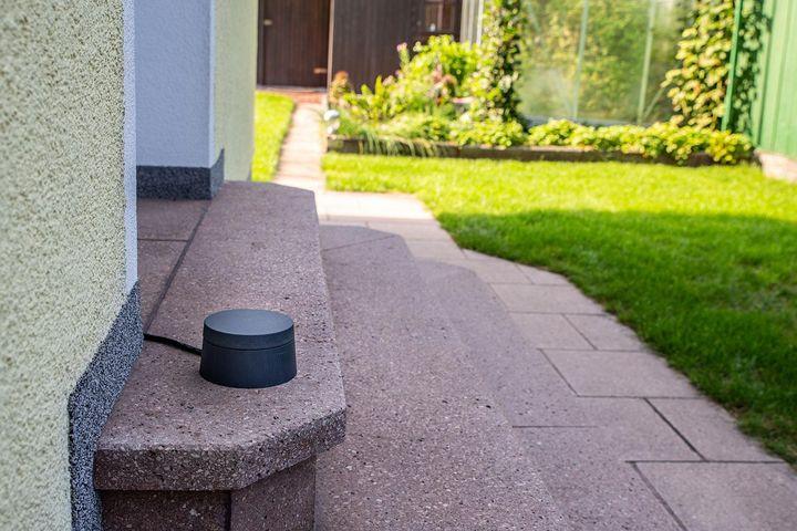 """Surfen und Streamen im Freien mit dem """"dLAN WiFi Outdoor"""" von devolo."""