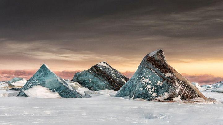 """Ice bergs frozen in the sea ice in Svalbard"" von Marco Gaiotti aus Italien, Kategorie Landschaft, Sony World Photography Award 2019."