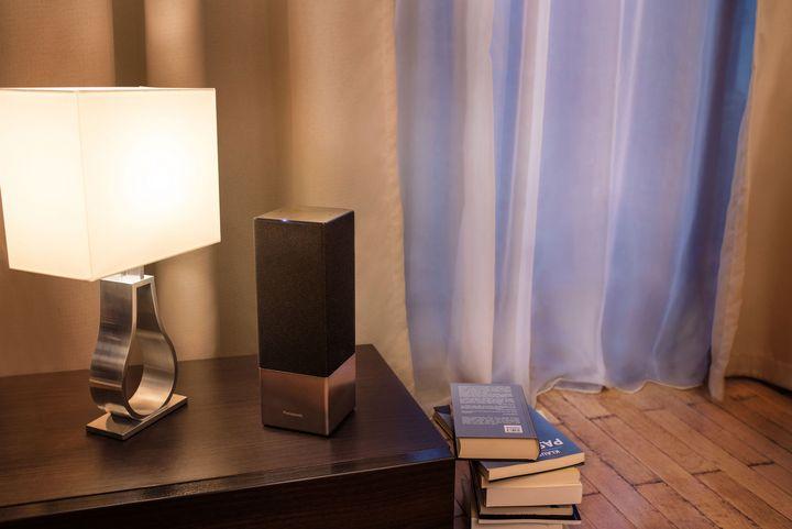 Der Speaker passt durch elegantes Design in jede Wohnung.