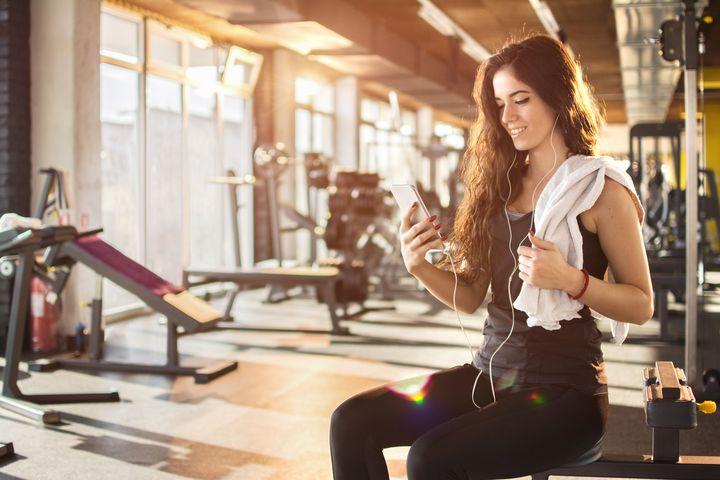 Diese Kopfhörer passen zu den Sportarten Schwimmen, Laufen, Radfahren und Fitness-Training.