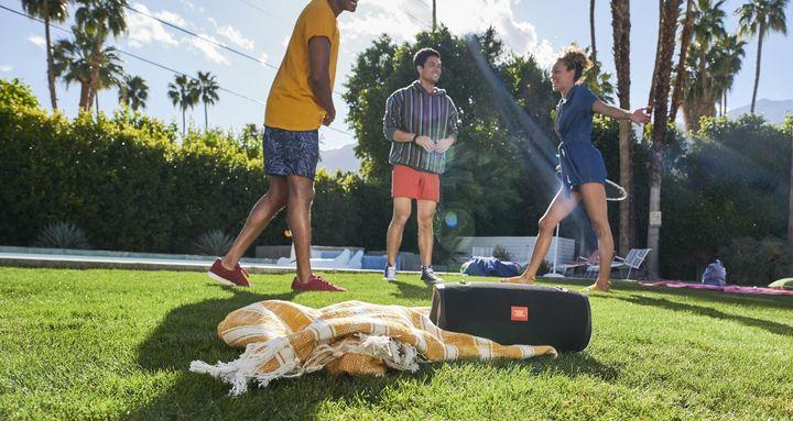 Wir empfehlen coole Gadgets für eine spannende Sommerparty.