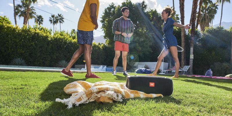 In 3 Schritten zur Sommerparty: Musik nahtlos auch im Garten.