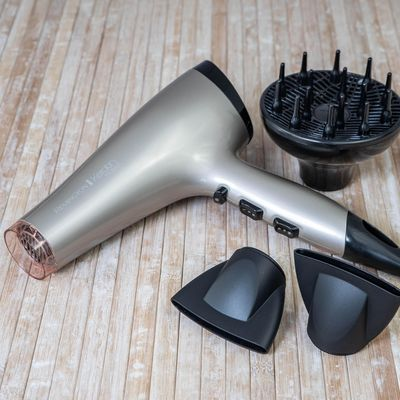 "Ohne Fön kein Ballstyling: Der ""Remington Keratin Protect Haartrockner AC8002"" ist ideal."