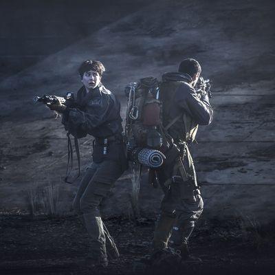 """Ridley Scott kehrt in das dunkle, unheimliche Universum der """"Alien""""-Reihe zurück."""