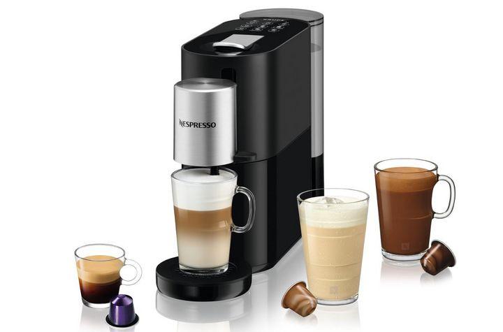 """Das innovative Milchsystem der """"Krups Nespresso Atelier XN890"""" schäumt Milch und Pflanzendrinks auf – heiß und kalt."""
