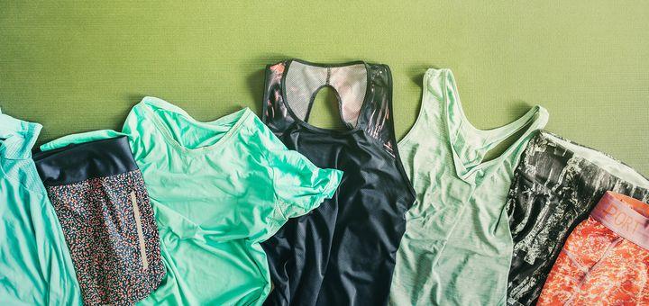 Sportbekleidung aus modernen Fasern.