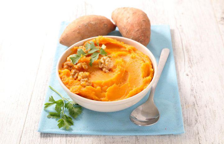 Süßkartoffeln enthalten Vitamin A, B und C.