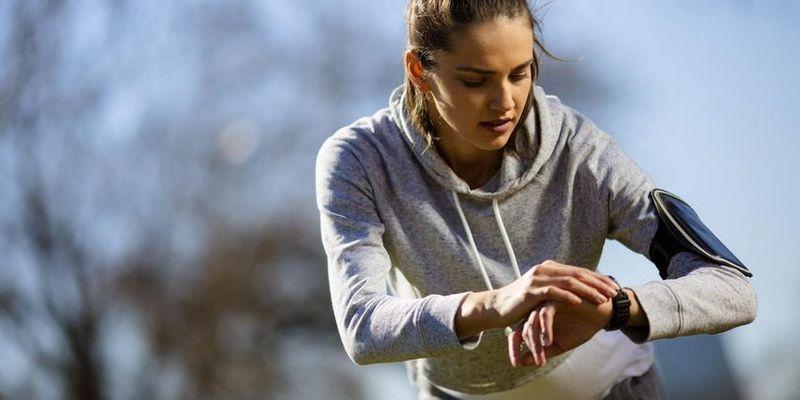 Ein Fitness-Tracker hilft seinem Träger dabei, den eigenen Körper besser kennenzulernen.