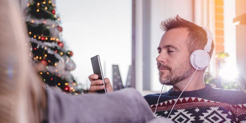Die fünf schrägsten Weihnachts-Videos zum Mittanzen.