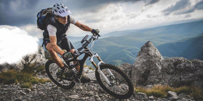 Passende Halterungen ermöglichen die Bedienung des Smartphones auf dem Fahrrad.