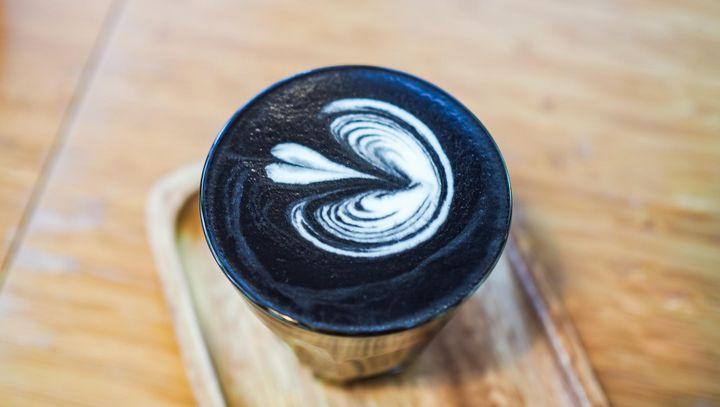 Goth Latte ist das neue Trendgetränk für Koffein-Liebhaber.