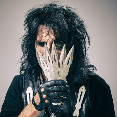 """Alice Cooper frönt auf """"Paranormal"""" wieder dem Gruselrock."""