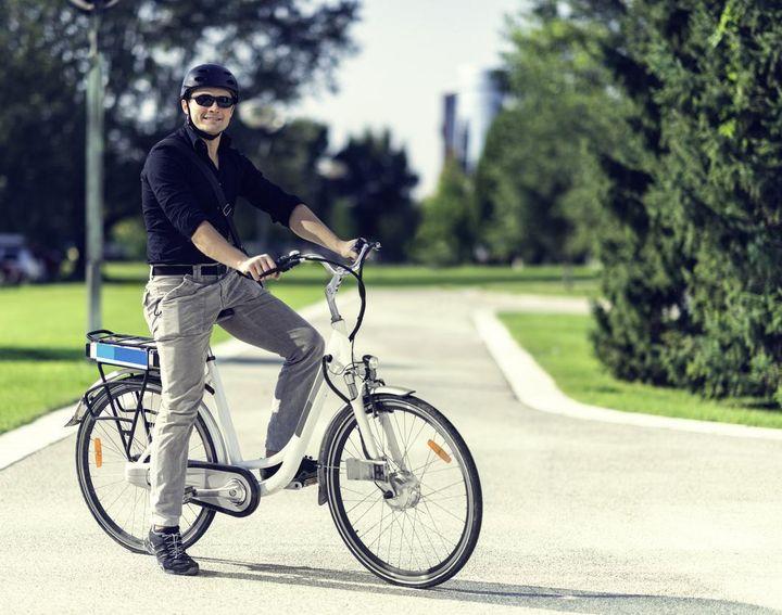 Für E-Bikes ist das Tragen eines Fahrradhelms empfehlenswert.