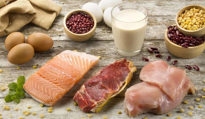 Mit Fisch, Fleisch und Eiern erfahren Sie einen Kollagen-Boost.