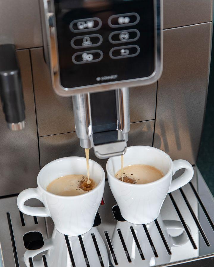Sie haben per Knopfdruck Zugriff auf bis zu 18 vorbereitete Kaffee-Kreationen.