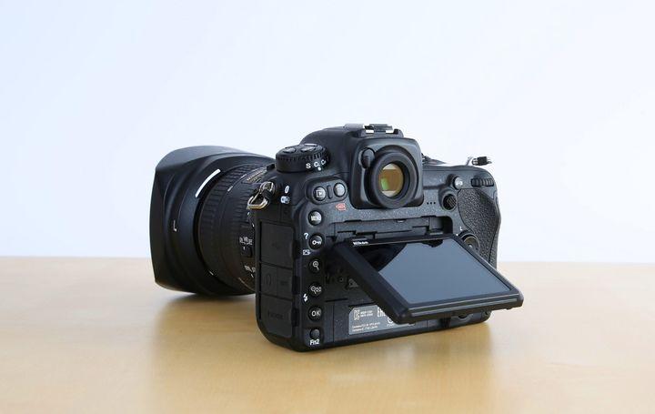 """Die """"Nikon D500"""" bietet treffsicheren Autofokus, einen flexiblen Touchscreen, ein beeindruckendes Serienbildtempo und eine smarte SnapBridge-Anbindung."""