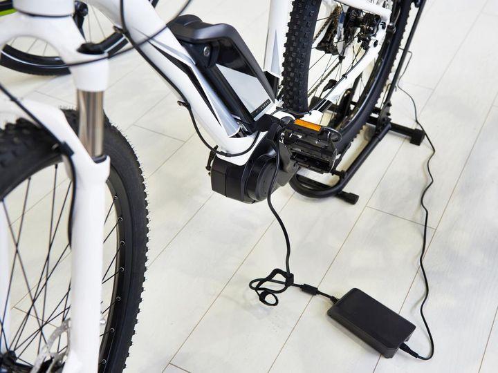 Die Ladestandsanzeige des E-Bike-Akkus darf im Winter nicht weniger als einen Strich anzeigen.