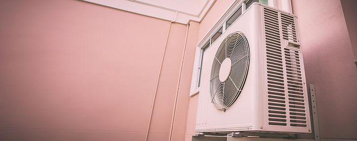 Das Außengerät einer Split-Klimaanlage.