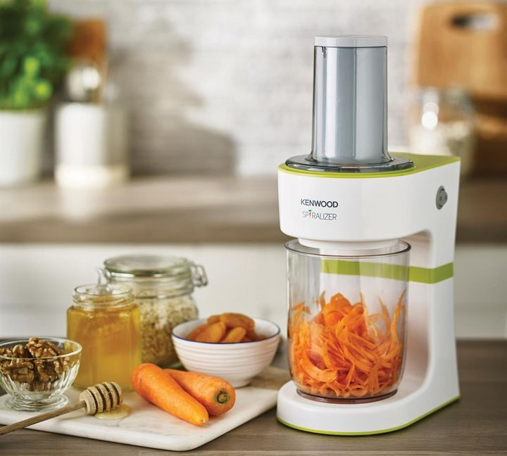 Mit dem Spiralschneider werden Zucchini, Karotten, Pastinaken, rote Rüben, Kürbis oder auch Äpfel und Birnen zu gesunden Nudeln verarbeitet