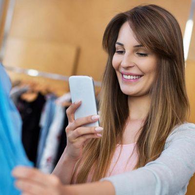 Der digitale Assistent lässt sich per Spracheingabe steuern.