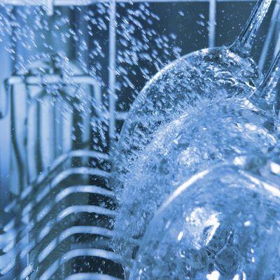 Mit unseren Tipps wäscht Ihr Geschirrspüler wieder sauber.