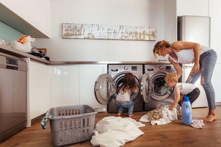Auch die Waschmaschine muss entkalkt werden.