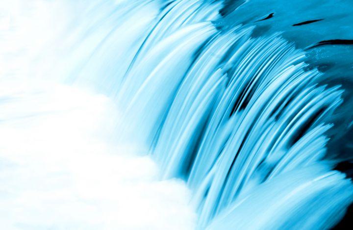 Wasserbewegungen werden weich und fließend.