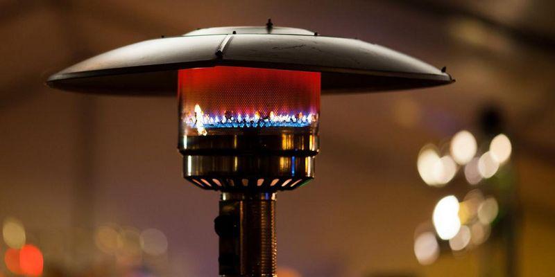 Terrassenstrahler sorgen für wohlige Wärme an kühleren Tagen.