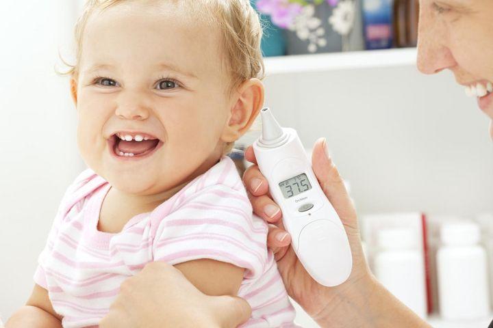 Die Messung im Ohr eignet sich besonders für Kleinkinder gut.